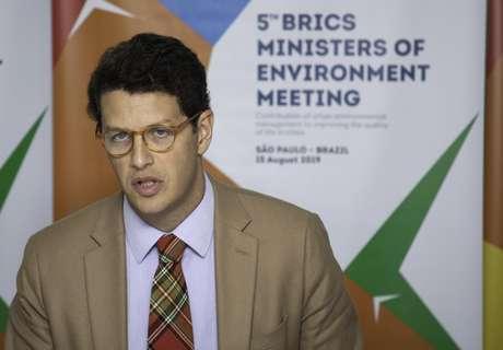 O ministro Ricardo Salles falou à imprensa após evento que reuniu outros ministros de meio ambiente dos BRICS em hotel da zona sul de São Paulo na tarde desta quinta-feira (15). O ministro falou sobre a nova suspensão de repasse de R$133 milhões da Noruega para o fundo de proteção da Amazônia.