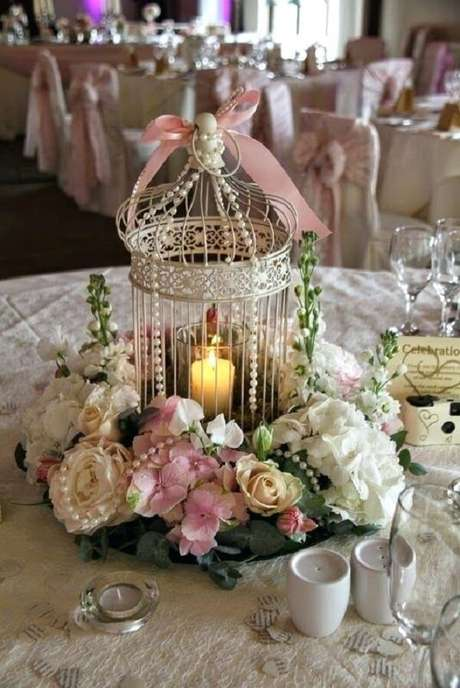 54. Gaiolas decorativas utilizadas como enfeite de centro de mesa. Fonte: Pinterest