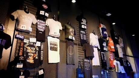 Como a maioria das bandas, Hillsong United vende souvenirs nos shows