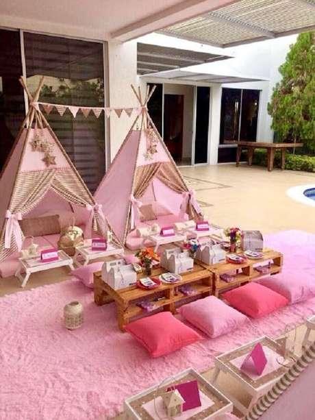16. Cabaninha infantil complementa a decoração da festa de aniversário. Fonte: Pinterest
