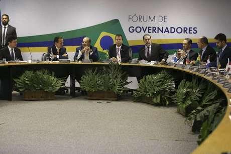Governadores eleitos em 2018 participando de fórum em Brasília
