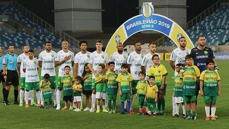Jogadores do Cuiabá entraram em campo, mas os do Figueirense, não