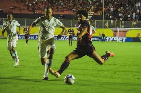 Vitória e América-MG empataram em 0 a 0 no Barradão e deixaram a zona de rebaixamento da Série B do Campeonato Brasileiro
