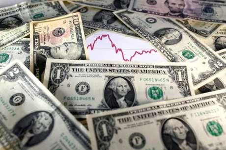 Imagem de notas de dólares (07/11/2016) REUTERS/Dado Ruvic/Illustration/File Photo - RC120C30A5F0
