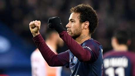 Neymar com a camisa do PSG (Foto: AFP)