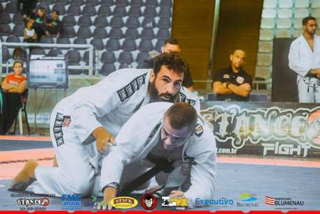 Ex-lutador do UFC, Alberto Uda foi o grande nome da etapa em Blumenau (Foto: Cristiano Dick)