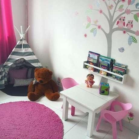 40. Cabaninha infantil listrada para quarto de menina. Fonte: Pinterest