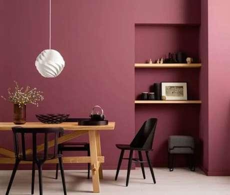32. A cor marsala é uma boa opção para destacar a modernidade da sala de jantar – Por: Pinterest