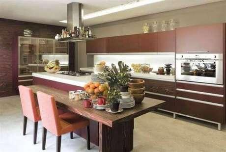 33. A cozinha pode ficar ainda mais bonita na cor marsala – Por: Pinterest