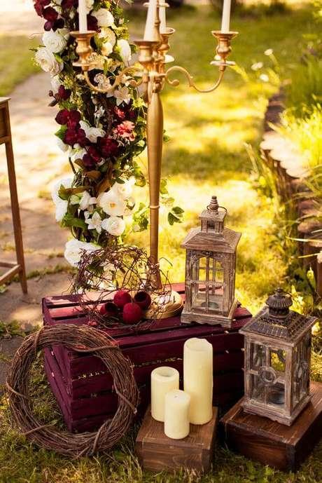 16. Escolha com carinho os detalhes da sua decoração de casamento na cor marsala – Por: Camicado