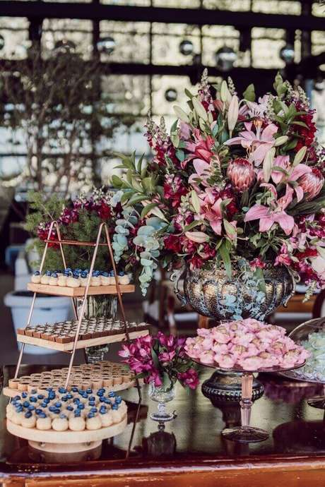 15. Decoração de casamento marsala e rosa – Por: Pinterest