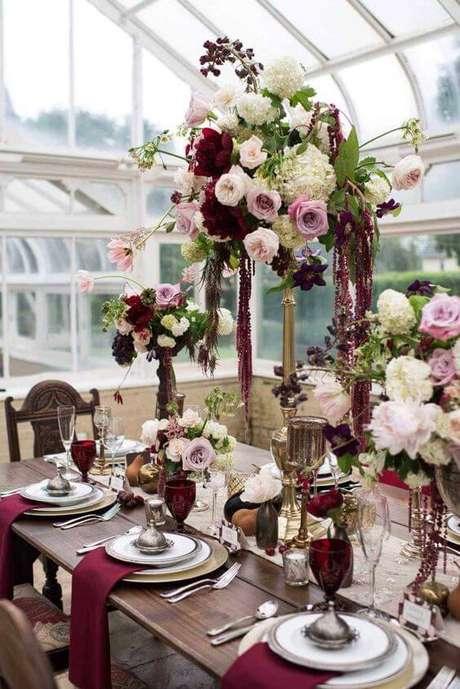 41. Use a cor marsala para deixar sua decoração de casamento ainda mais bonita – Por: Isabelle Style