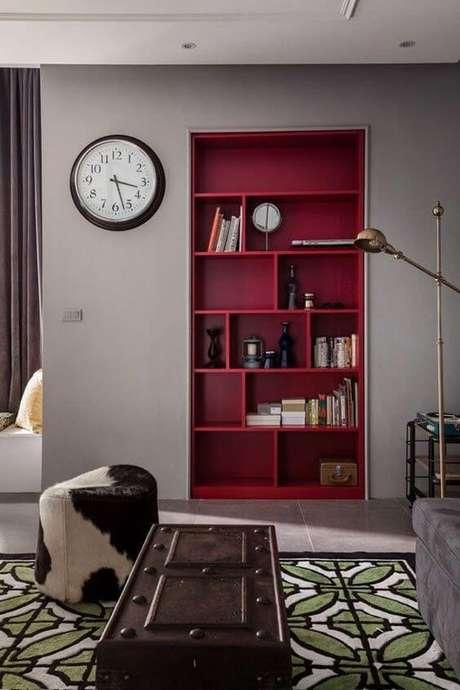 50. Os móveis na cor marsala destacam a decoração – Por: Pinterest