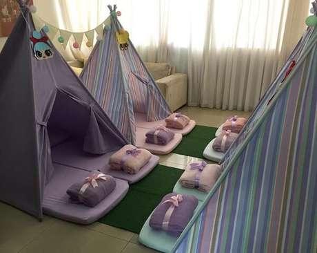 44. Festa do pijama com cabaninha infantil. Fonte: Pinterest