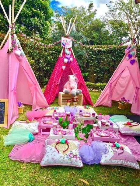 33. Festa unicórnio com cabaninha infantil. Fonte: Pinterest