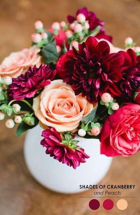 52. As flores para usar na decoração de casamento parecidas com o marsala – Por: The perfect palette