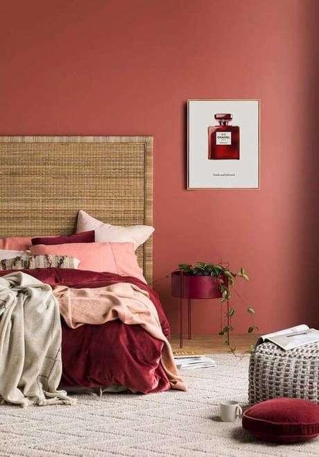 64. Quarto em tons de vermelho e cor marsala – Por: Pinterest