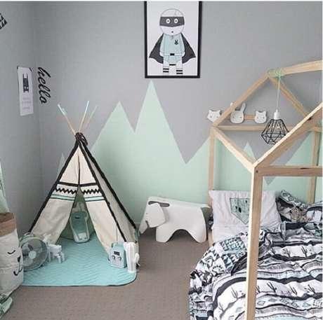 50. Quarto montessoriano com cabaninha infantil. Fonte: Casa & Ambiente Bebê