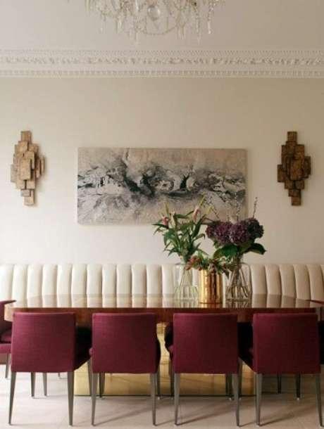 69. As poltronas da sala de estar são lindas em marsala – Por: Pinterest