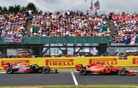 Verstappen fala sobre rivalidade antiga com Leclerc