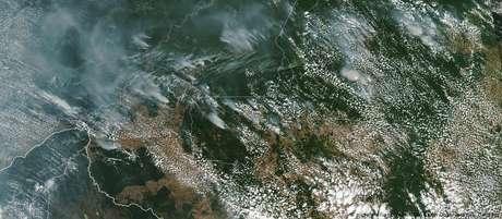 Imagens de satélite da Nasa mostram fumaça de incêndios na Amazônia