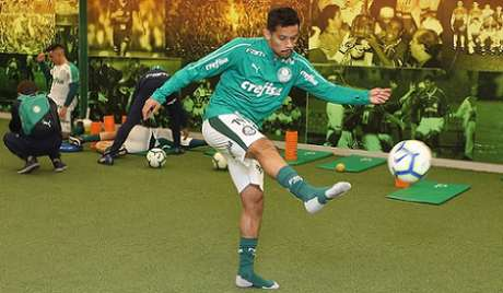 Gustavo Scarpa é o artilheiro do Palmeiras na temporada com dez gols (Foto: Cesar Greco)