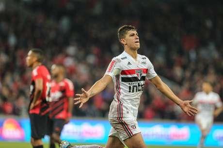 Vitor Bueno marcou o gol da vitória são-paulina.