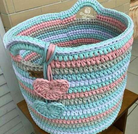 10. O cesto de crochê colorido é divertido e delicado ao mesmo tempo. Foto: Crochê Todo Dia