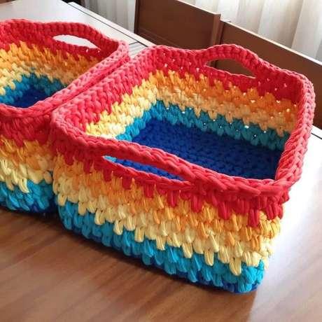 21. A falta de cores não é um problema para o cesto de crochê. Foto: Tua Casa