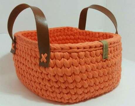 57. A alça do cesto de crochê pode ser de outro material. Foto: Revista Artesanato