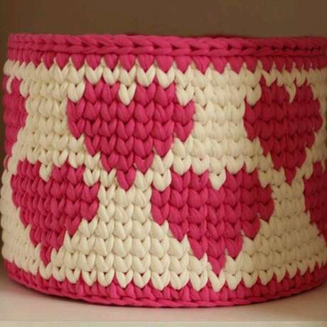 36. Desenhos dos mais variados tipos podem ser feitos em um cesto de crochê. Foto: Elo7