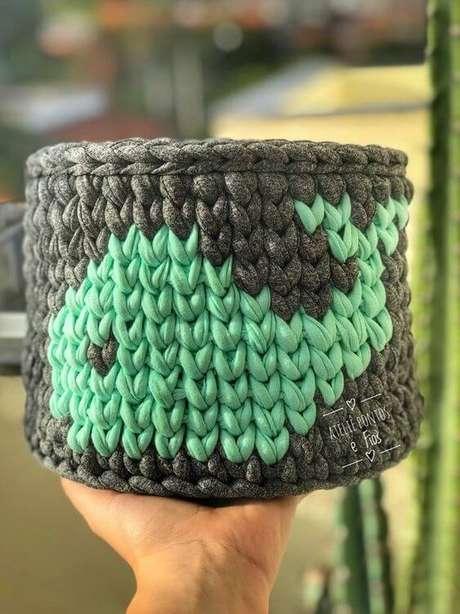 12. Desenhos podem estar presentes em uma cesto de crochê. Foto: Ateliê Pontos de Fios