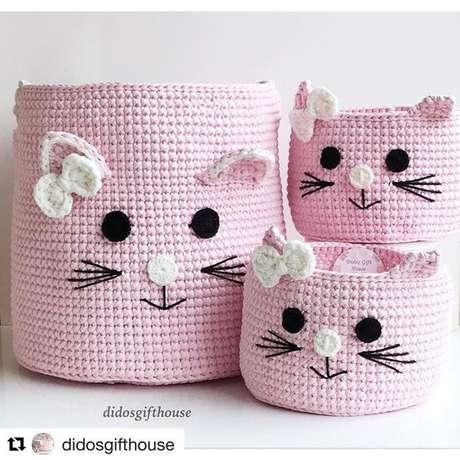 11. É comum encontrar cesto de crochê temáticos. Foto: Instagram