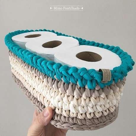 41. Papéis higiênico são guardados de uma forma especial com o cesto de crochê. Foto: Instagram