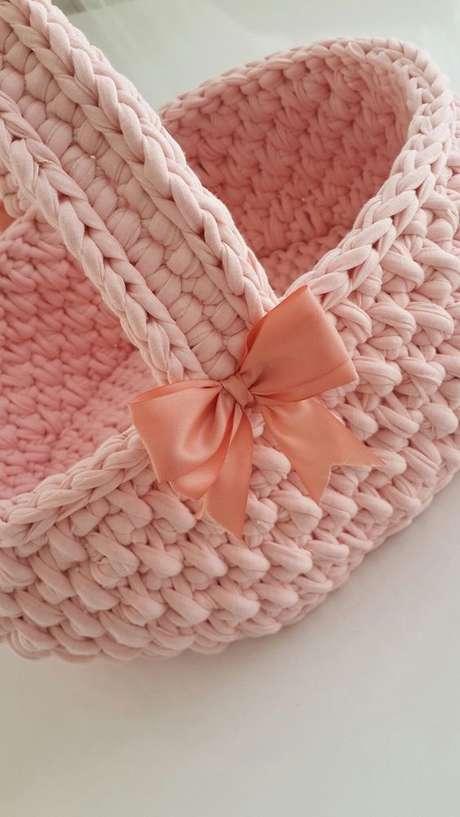 70. O cesto de crochê pode ser feito a partir de uma cesta de palha comum. Foto: Skill of King