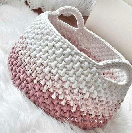 13. O cesto de crochê com efeito degradê é muito interessante. Foto: De Frente Para o Mar