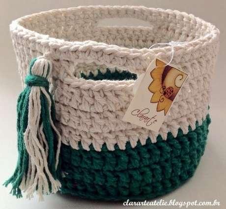 32. A combinação certa de cores é algo importantíssimo no cesto de crochê. Foto: Tua Casa