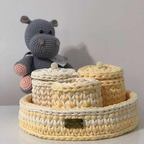49. O amarelo é delicado e chamativo ao mesmo tempo para um cesto de crochê. Foto: Tua Casa
