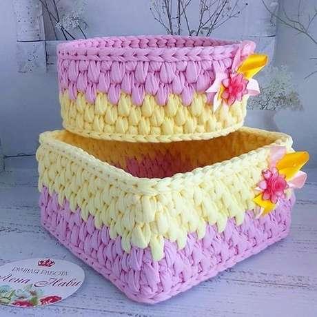 20. Usar cores chamativas é algo muito bacana no cesto de crochê. Foto: Criativo Ok