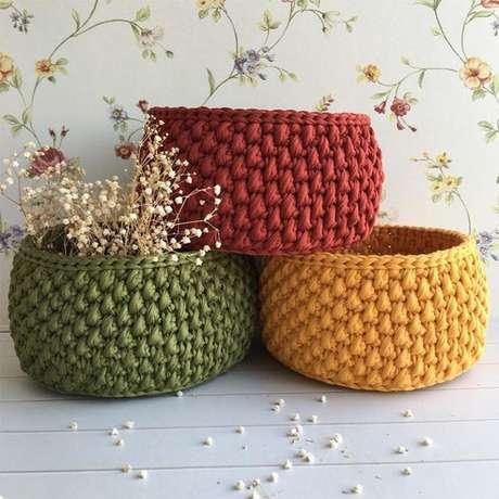 15. Combinar modelos de cesto de crochê de diferentes cores pode ser interessante. Foto: Limão na Água