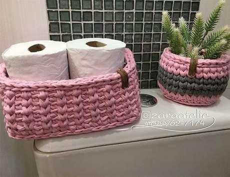 34. Banheiros ganham muito com um bom cesto de crochê. Foto: Zara Ateliê