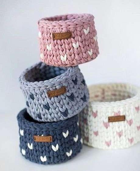 54. Pode ser interessante utilizar modelos pequenos de cesto de crochê. Foto: De Frente Para o Mar