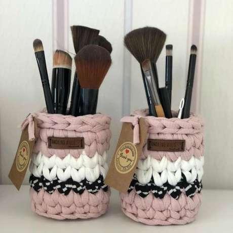 45. O cesto de crochê pode servir como uma especie de revestimento. Foto: Revista Artesanato