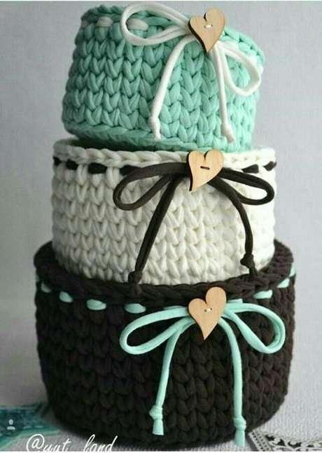 37. Os laços destes modelos de cesto de crochê fazem a toda a diferença. Foto: Top Buzz