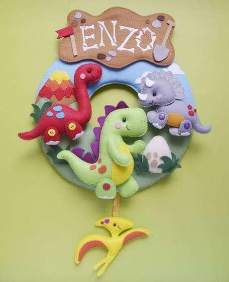 21. Guirlanda de feltro com dinossauros – Por: Pinterest