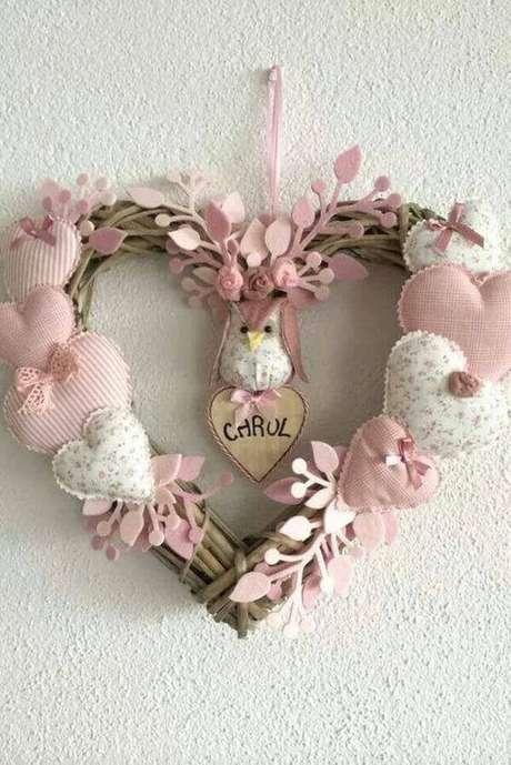 34. A base da guirlanda de flores pode ser de diferentes tipos de materiais – Por: Pinterest