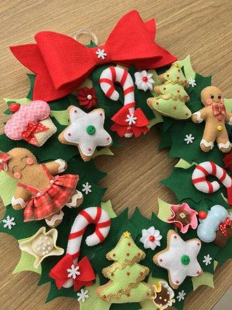 62. Guirlanda de feltro natal para usar na decoração – Por: Pinterest