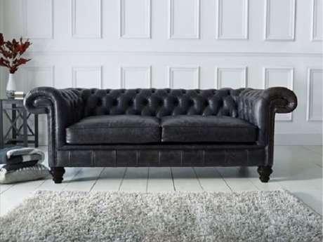 20. Tecido para sofá de couro preto clássico. Fonte: Home Furniture