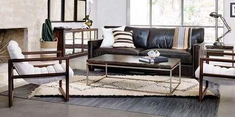 27. Tecido para sofá de couro preto. Fonte: Pinterest