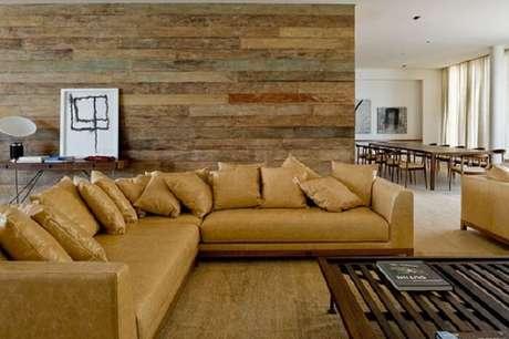 32. Tecido para sofá feito de couro e almofadas seguindo o mesmo estilo. Fonte: Pinterest